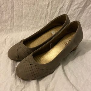 Seychelles Gray Suede Wedges